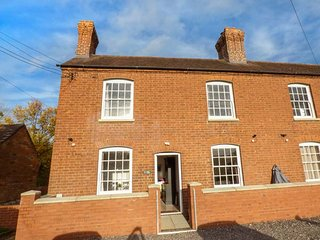 1 WILLOW COTTAGE, woodburning stoves, en-suite, garden, river views, in - Upton upon Severn vacation rentals