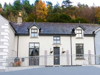 RED KITE ONE, semi-detached, en-suite, woodburner, pet-friendly, in Avoca, Ref 947208 - Avoca vacation rentals