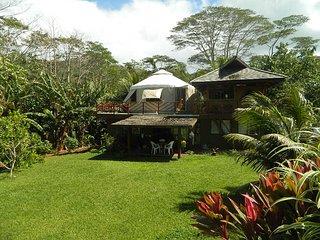 Yourte dans son écrin végétal - Huahine vacation rentals