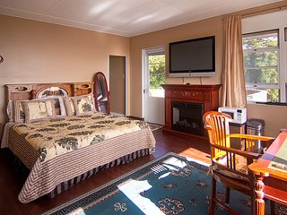 Hilltop Legacy | Legacy Suite In Downtown Hilo Bay with Stunning Ocean Views - Hilo vacation rentals