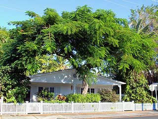 Casablanca Too: Perfect for 2, Soak up the Sun! Private Hot Tub & Parking - Key West vacation rentals