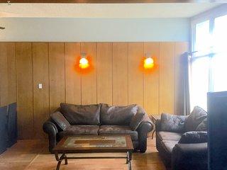 SE Edmonton furnished duplex easy to downtown & Sherwood Park - Edmonton vacation rentals