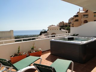 Sun, sea and Golf! Gorgeous aptmt, private jacuzzi, amazing sea views! - Sitio de Calahonda vacation rentals