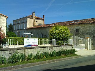 Rose - Chambre d'hôte equipped for able and less able guests, breakfast incl. - Saint Seurin de Palenne vacation rentals