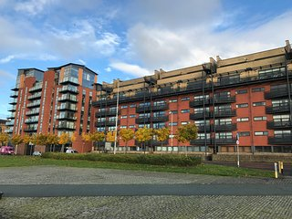 Cutty Sark Apartment (sleeps 7) Free Car Park - Glasgow vacation rentals