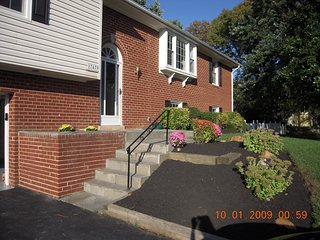 150/175 nt 3/4 bedrooms 40 miles from Washington 3 or 4 bedroom - Olney vacation rentals