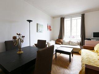 TYPICAL GRACIOUS PARISIAN ONE BEDROOM PROPERTY - Paris vacation rentals