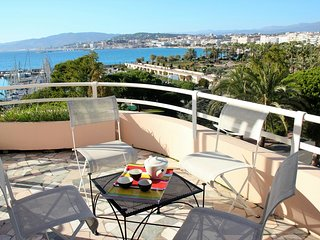 Croisette - Large Terrasse - Vue Mer Panoramique - Cannes vacation rentals