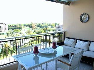 Vue mer - Large terrasse/Piscine - Golf Old Course - Mandelieu La Napoule vacation rentals