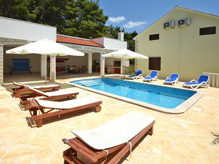 Seaside Villa with Private Pool less than 50 meters from the sea and the beach - Brna vacation rentals