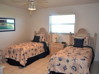 Nice Condo with Internet Access and A/C - Key Colony Beach vacation rentals