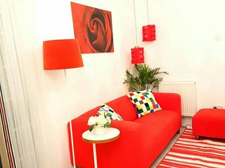 Luxurious Private Flat with Garden, 25mins to City/Central London - London vacation rentals