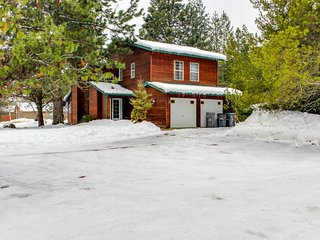 Beautiful cabin between the mountain & the lake w/ hot tub - Sandpoint vacation rentals