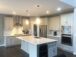 3 bedroom House with Internet Access in Calgary - Calgary vacation rentals