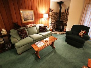 1 Bed/1 Bath, In Town, On Shuttle Route, Sleeps 6! - Mammoth Lakes vacation rentals