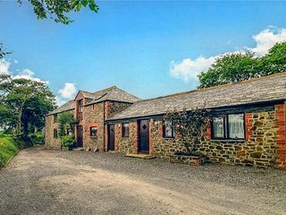 THE STABLES, ground floor apartment, two bedrooms, parking, shared swimming pool, in Chilsworthy, Holsworthy, Ref 940753 - Holsworthy vacation rentals