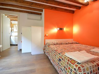 QUENTIN - Biennale: nice apartment few steps from, private external corner - Venice vacation rentals