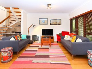 Artistic home in food and culture hub of Balmain - Balmain vacation rentals