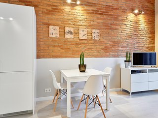 Marina Vintage Apartment with balcony (3BR) - 15% DISCOUNTED PRICE: WINTER STAY PROMO - Barcelona vacation rentals