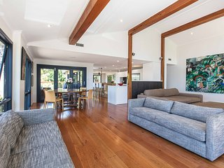 Large peaceful family home - Narrabeen Lakes - Narrabeen vacation rentals
