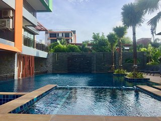 Lovely condo in perfect location near Naiharn beach - Kata vacation rentals