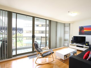 Leave home, walk Sydney Harbour bridge everyday! - Milsons Point vacation rentals