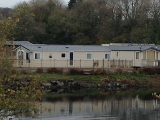 Woodland Vale, Ludchurch. 2 Bedroom Lakeside Holiday Home. - Ludchurch vacation rentals