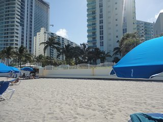 Beautiful Apartament in condo on the beach 5 Stars - Hollywood vacation rentals