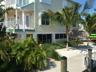 Dolphin Oasis 4bdr/4bth  Pool/hot tub 115' dockage - Marathon vacation rentals
