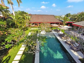 Gorgeous 4BR Villa in Umalas, short distance from Canggu and Seminyak! - Kerobokan vacation rentals