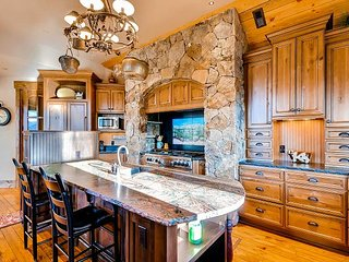 Stunning Highlands Park Custom Masterpiece near Golf Club of Breckenridge! - Breckenridge vacation rentals