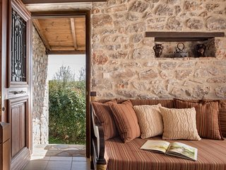 Cozy 2 bedroom Cottage in Leonidio - Leonidio vacation rentals