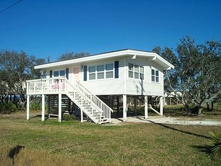 PET FRIENDLY COTTAGE 2 bedroom,1 bathroom.Just a short walk to beach! - Gulf Shores vacation rentals