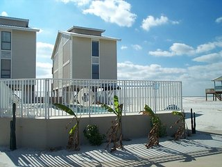 Awbrey: Enjoy this beautiful 4BR beach house with gorgeous views of the beach - Gulf Shores vacation rentals