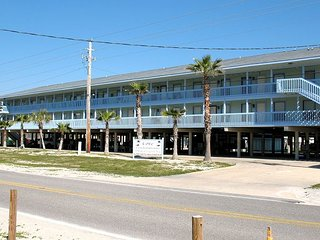 COVE120A: COZY 1 BEDROOM CONDO WITH EASY BEACH AND LAGOON ACCESS. - Gulf Shores vacation rentals