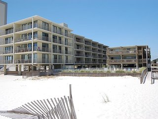 Gulf Village 106: Homey 1 Bedroom gulf front studio in Gulf Shores, Sleeps 4 - Gulf Shores vacation rentals