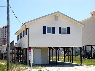 Happy Clam: 3bedroom, 1+ Bath, Pet Friendly House located 2 Blocks from Beach - Gulf Shores vacation rentals