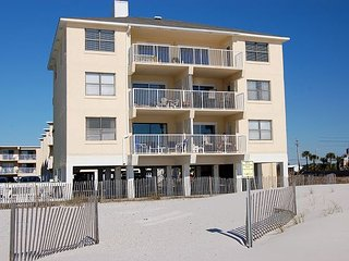 Harbor House 5: 2 Bedroom/1 Bathroom Gulf Front Condo sleeps 7 - Gulf Shores vacation rentals