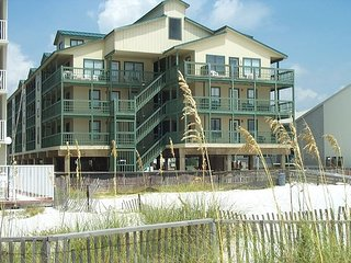 Sundial A1: Beautifully decorated 2br/2ba condo beach side, sleeps 8 - Gulf Shores vacation rentals