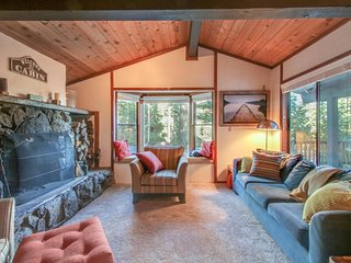 Quiet lakeview home w/ cabin appeal. Amazing location for skiing/hiking/biking! - Carnelian Bay vacation rentals