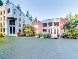 Luxurious home w/ mtn views & hot tub - theater, fitness room, & a koi pond, too - Sequim vacation rentals
