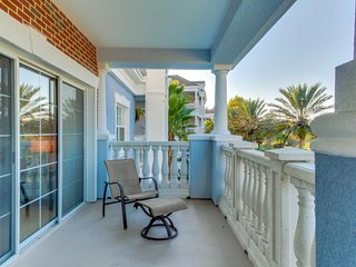 Modern condo w/ shared pools, close to Disney, golf & more - snowbirds welcome! - Reunion vacation rentals