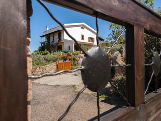 Country House  Mimosa, 15 mins to beach and  towns, set in beautiful countryside - Loiri vacation rentals