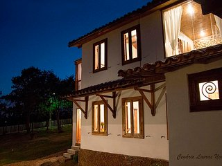 Bright 4 bedroom House in Lavras Novas with Internet Access - Lavras Novas vacation rentals