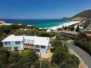 Perfect 3 bedroom Blueys Beach House with Television - Blueys Beach vacation rentals