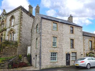 1A MARKET SQUARE stone-built, village centre in Tideswell Ref 942923 - Tideswell vacation rentals