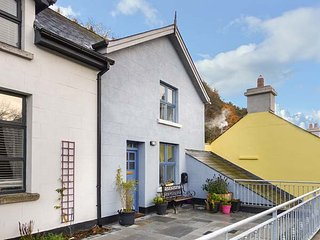RED KITE TWO, semi-detached, en-suite, pet-friendly, WiFi, gravelled garden, in Avoca, Ref 947207 - Avoca vacation rentals