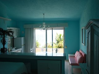 Cozy Resort with Housekeeping Included and Balcony - Puerto Juarez vacation rentals