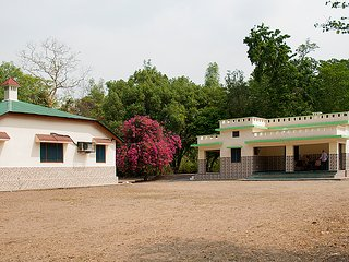 4 bedroom Lodge with Housekeeping Included in Rajaji National Park - Rajaji National Park vacation rentals