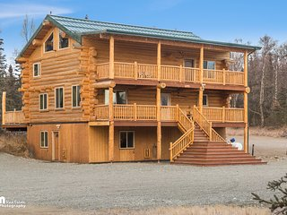 Alaska Knotty Pine B&B is a hand scribed log home - Palmer vacation rentals